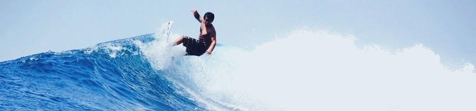Roy surfing Shipwrecks, Nusa Lembongan